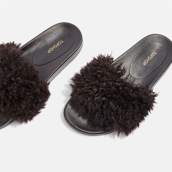 🖤 HOWL faux shearling sliders from TOPSHOP 🖤